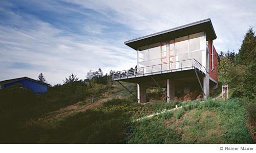 ferienhaus auf st tzen zweifamilienhaus. Black Bedroom Furniture Sets. Home Design Ideas